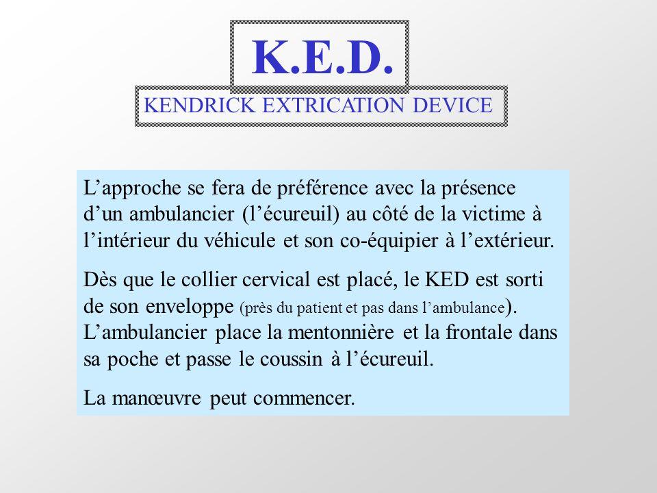 K.E.D. KENDRICK EXTRICATION DEVICE Lapproche se fera de préférence avec la présence dun ambulancier (lécureuil) au côté de la victime à lintérieur du