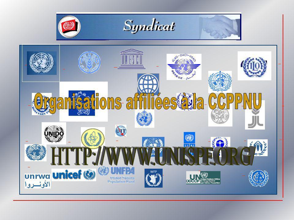 Caisse commune des pensions du personnel des Nations Unies Un système de sécurité sociale à fonds de capital et prestations déterminées PRESTATIONS DE VIEILLESSE, DINVALIDITE, AUX SURVIVANTS ET AUX ENFANTS FINANCéES PAR DES CONTRIBUTIONS DéFINIES EN % DU SALAIRE DE BASE AFFILIATION OBLIGATOIRE, MAIS AVEC DES RESTRICTIONS NE PERMETTANT PAS TOUJOURS DE RéGULARISER RETROACTIVEMENT Géré par un organe tripartite dans lequel lONU est fortement représentée linfluence des Comités des pensions des organisations membres est limitée mais réelle DOUBLE INFLUENCE DE LASSEMBLEE GENERALE DES NU ET DE LA CFPI A TRAVERS LE SYSTEME DES SALAIRES baisses importantes des prestations depuis le début des années 1980….