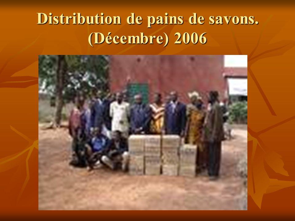 Distribution de pains de savons. (Décembre) 2006