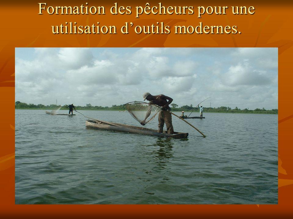 Formation des pêcheurs pour une utilisation doutils modernes.