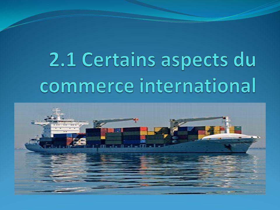 Le commerce extérieur Le commerce international est lensemble des activités commerciales que les entreprises doivent mener pour produire, expédier et vendre des biens et des services sur la scène internationale.