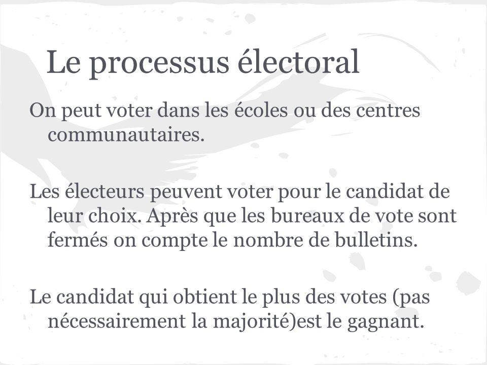 Le processus électoral On peut voter dans les écoles ou des centres communautaires. Les électeurs peuvent voter pour le candidat de leur choix. Après