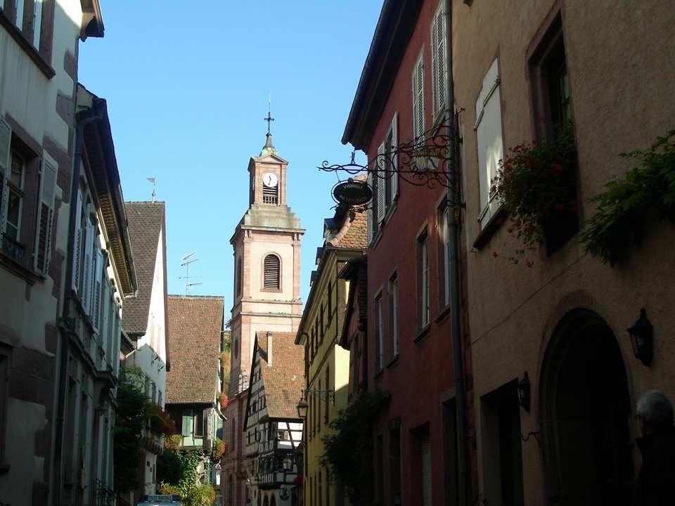 Riquewihr Ce petit village est le plus connu de la région Et certainement le plus visité.