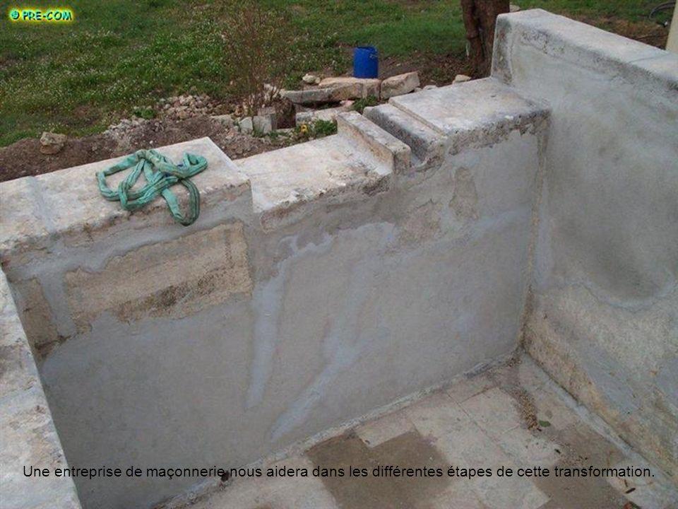 La perforation de murs très épais, la pose de traversées pour les pièces de traitement deau, les tuyauteries feront de ce bassin un parfait endroit po