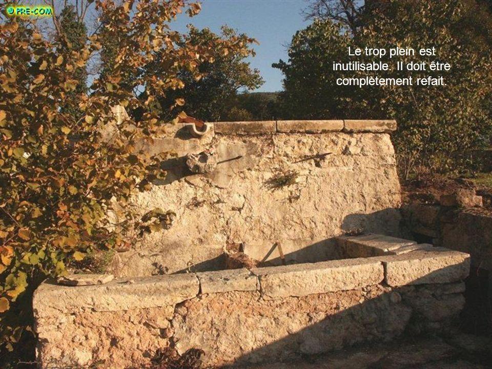 Mauvaise tenue enduit, fissures importantes, pierres apparentes, sol très dégradé…