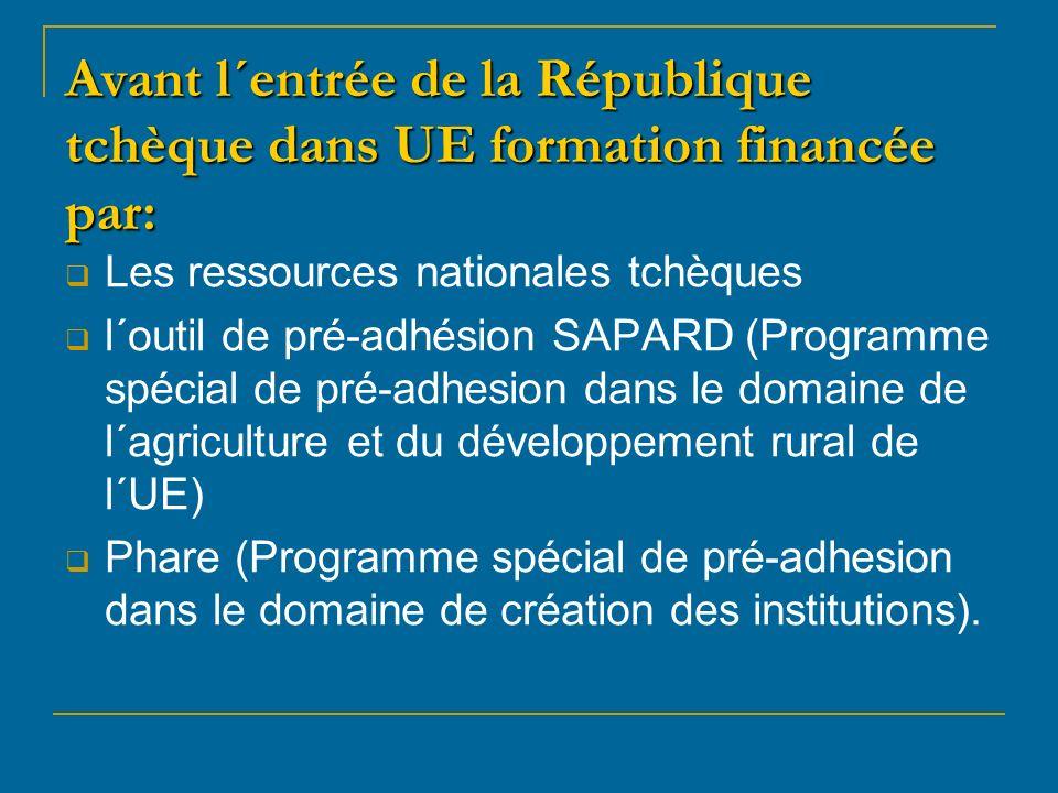 Avant l´entrée de la République tchèque dans UE formation financée par: Les ressources nationales tchèques l´outil de pré-adhésion SAPARD (Programme spécial de pré-adhesion dans le domaine de l´agriculture et du développement rural de l´UE) Phare (Programme spécial de pré-adhesion dans le domaine de création des institutions).