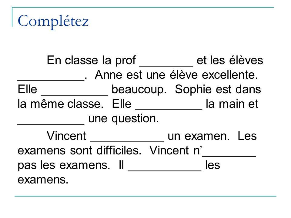 Complétez En classe la prof ________ et les élèves __________. Anne est une élève excellente. Elle __________ beaucoup. Sophie est dans la même classe