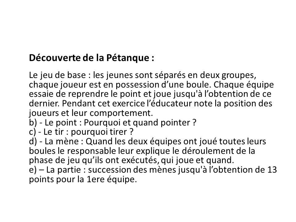 Découverte de la Pétanque : Le jeu de base : les jeunes sont séparés en deux groupes, chaque joueur est en possession dune boule.