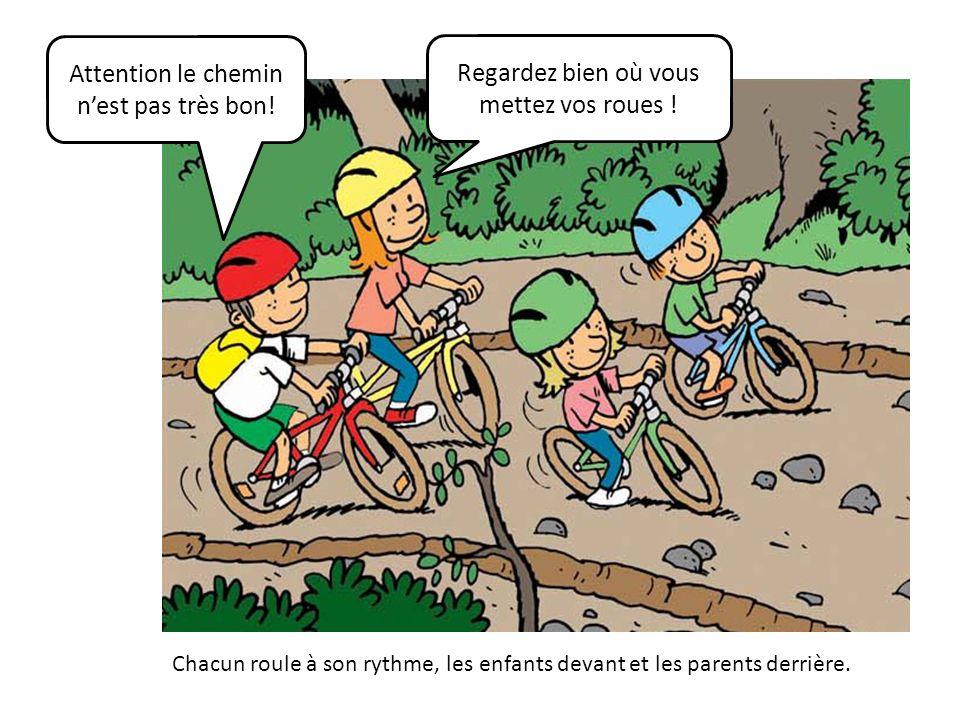 Chacun roule à son rythme, les enfants devant et les parents derrière. Attention le chemin nest pas très bon! Regardez bien où vous mettez vos roues !