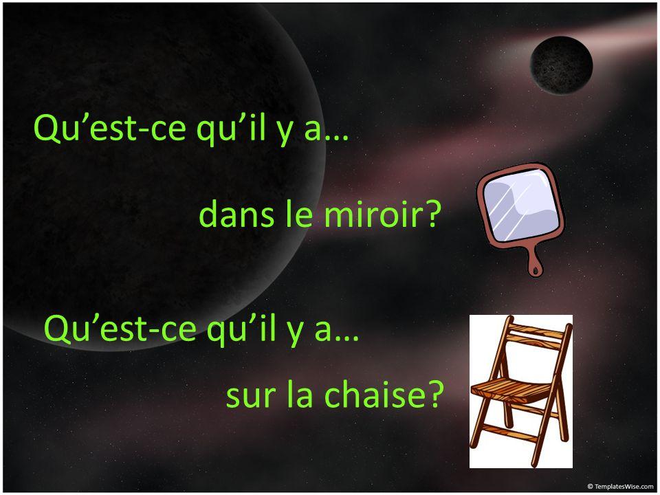 Quest-ce quil y a… dans le miroir? sur la chaise?