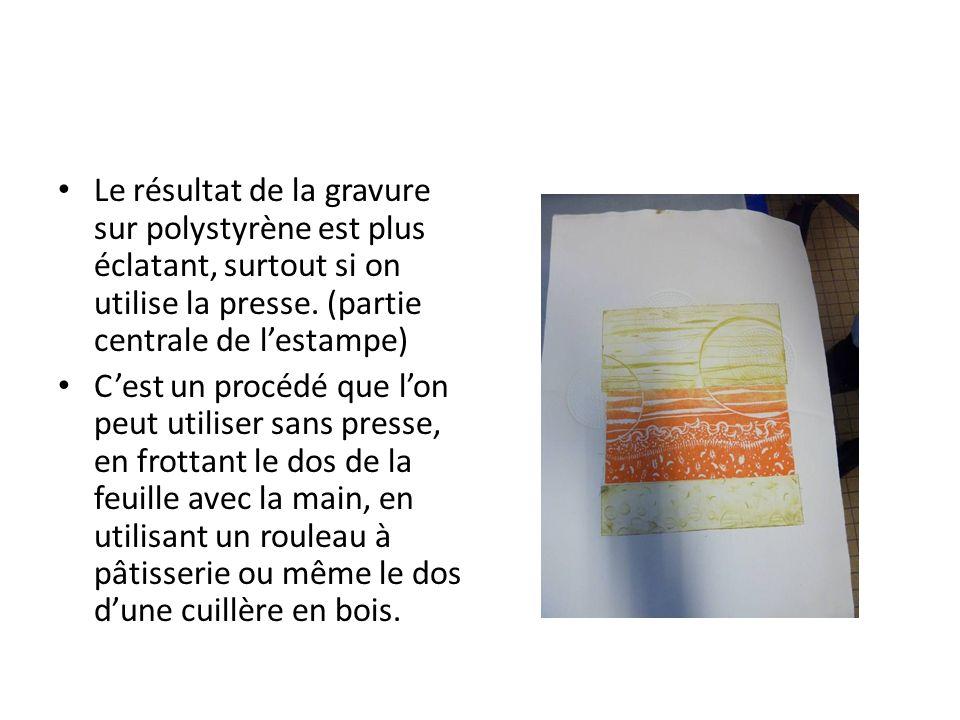 Le résultat de la gravure sur polystyrène est plus éclatant, surtout si on utilise la presse. (partie centrale de lestampe) Cest un procédé que lon pe