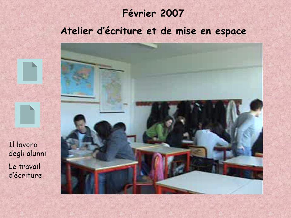 Février 2007 Atelier décriture et de mise en espace Il lavoro degli alunni Le travail décriture