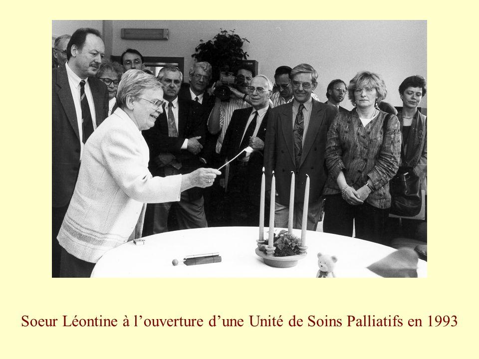 Soeur Léontine à louverture dune Unité de Soins Palliatifs en 1993