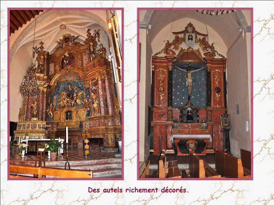 De nombreux vitraux très lumineux. Jai sé- lectionné St Jacques, mon saint patron et ce vitrail représentant Saint Isidore et St Gaudérique, car je ne