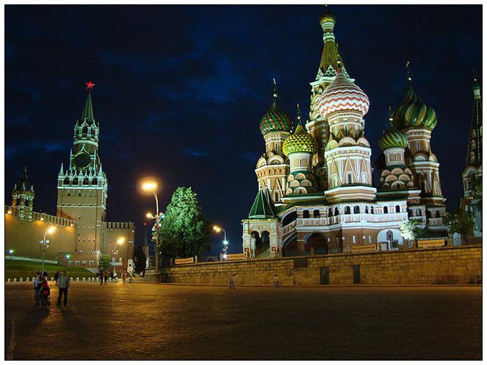 Moscou Moscou (en russe : Москва, Moskva, est la capitale de la Fédération de Russie et la plus grande ville dEurope. Moscou est située sur la rivière