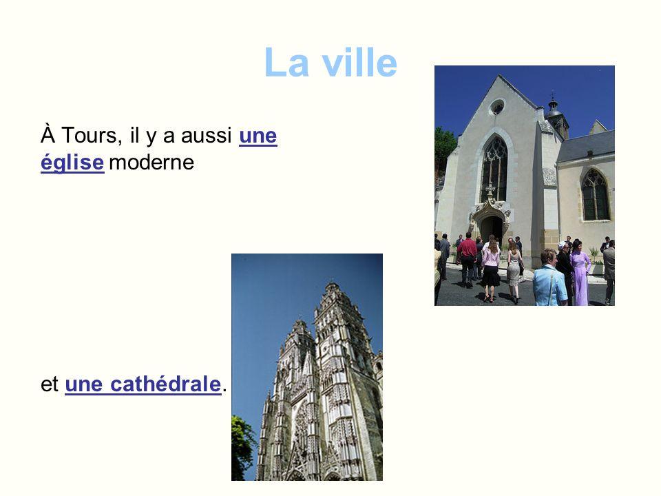 La ville À Tours, il y a aussi une église moderne et une cathédrale.