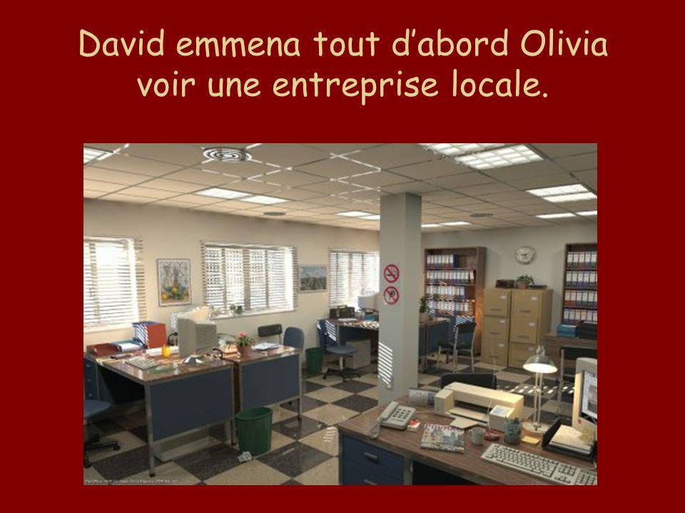 David emmena tout dabord Olivia voir une entreprise locale.