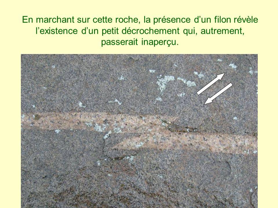 En marchant sur cette roche, la présence dun filon révèle lexistence dun petit décrochement qui, autrement, passerait inaperçu.