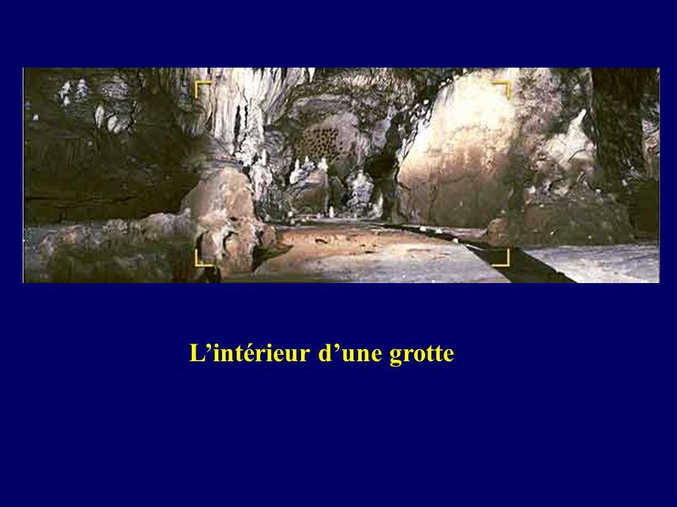 Lintérieur dune grotte
