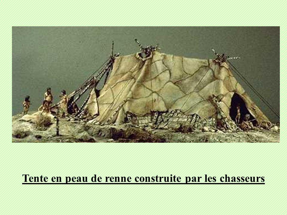 Tente en peau de renne construite par les chasseurs