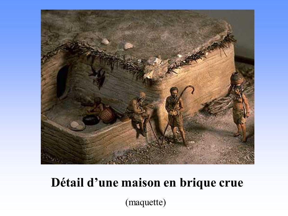 Détail dune maison en brique crue (maquette)
