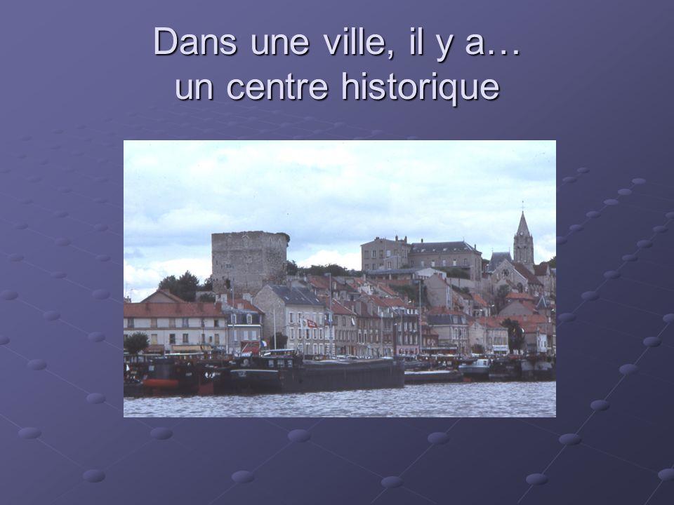 Dans une ville, il y a… un centre historique