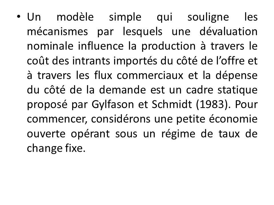 Un modèle simple qui souligne les mécanismes par lesquels une dévaluation nominale influence la production à travers le coût des intrants importés du côté de loffre et à travers les flux commerciaux et la dépense du côté de la demande est un cadre statique proposé par Gylfason et Schmidt (1983).