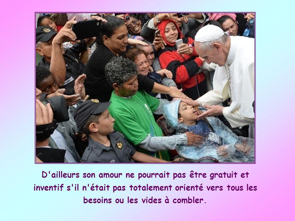 Autre caractéristique de l'amour de Dieu le Père : son universalité. Dieu aime tout le monde indistinctement. Il a comme mesure l'absence de toute lim