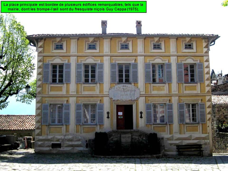 La place principale est bordée de plusieurs édifices remarquables, tels que la mairie, dont les trompe-lœil sont du fresquiste niçois Guy Ceppa (1975),
