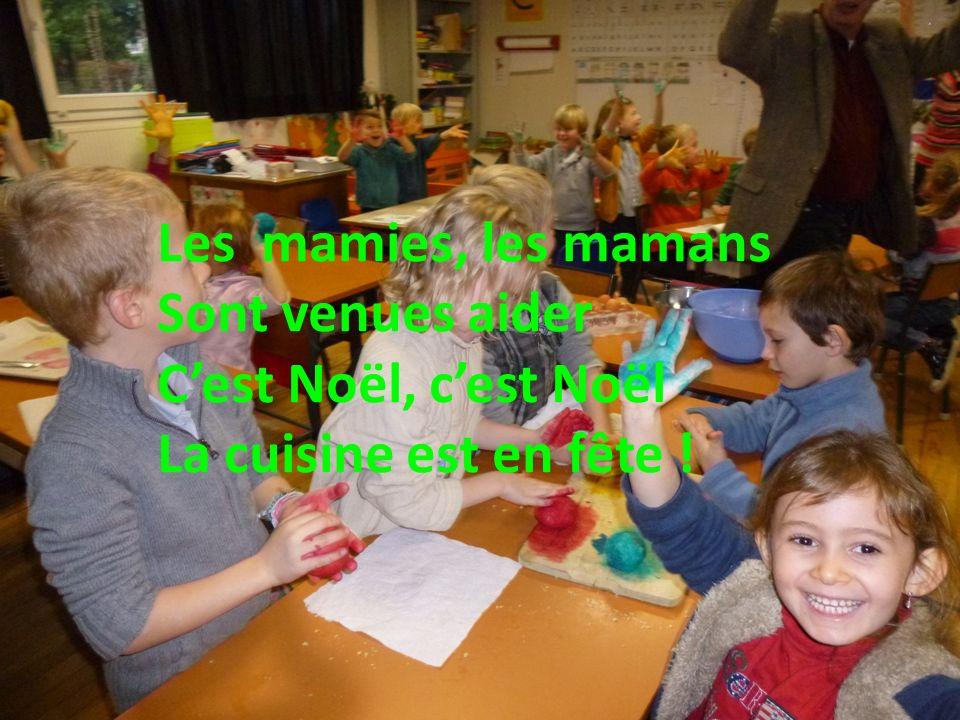 Les mamies, les mamans Sont venues aider Cest Noël, cest Noël La cuisine est en fête !