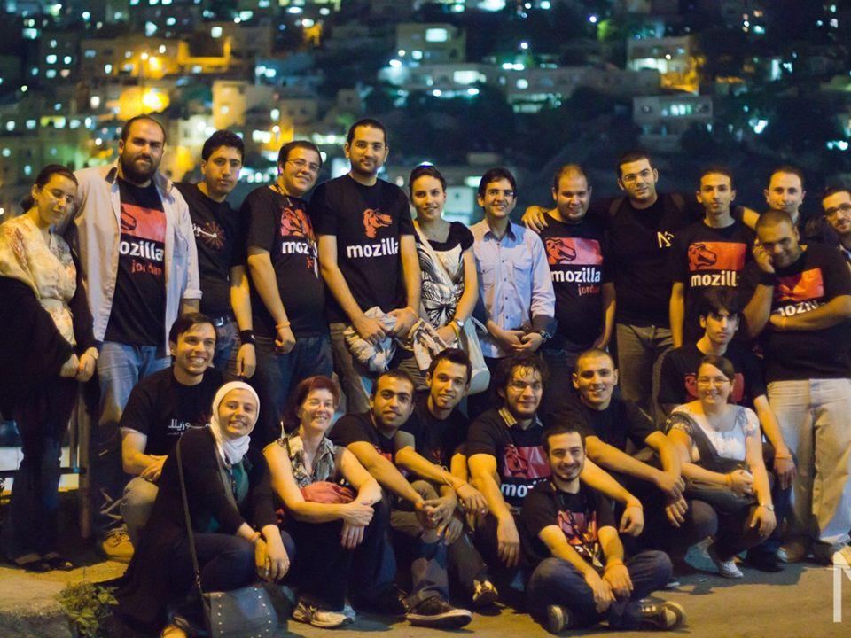 Notre rôle - Organiser et représenter Mozilla lors dévènements - Informer et vulgariser autour des technologies Mozilla & de ses nouveautés -Orienter ceux qui veulent contribuer à des projets tels que Firefox… - Insuffler l esprit de Mozilla en Algérie