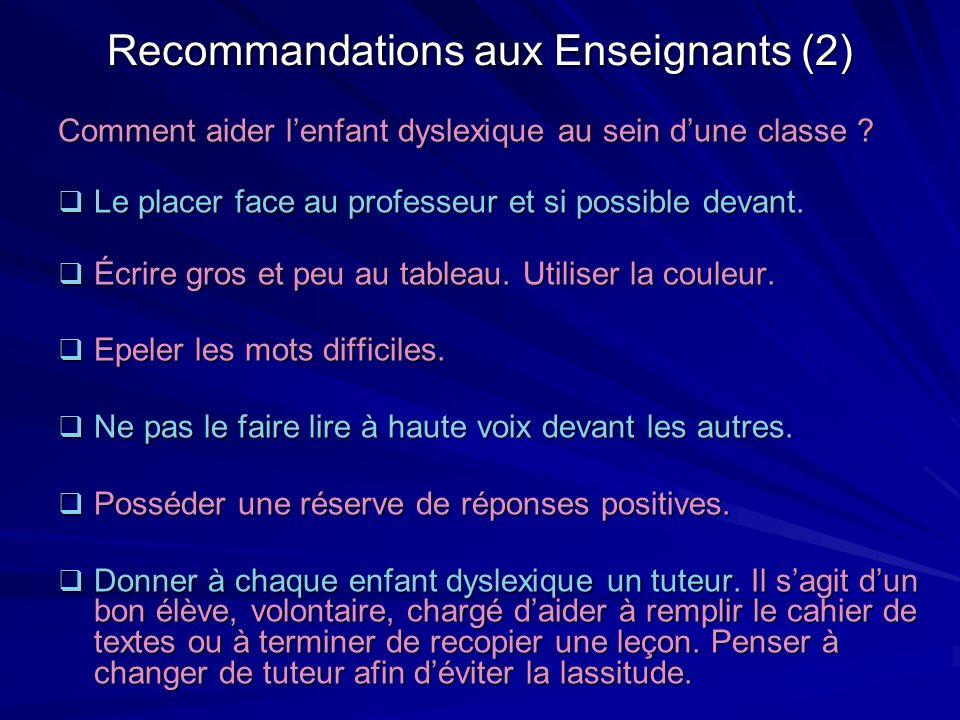 Recommandations aux Enseignants (2) Comment aider lenfant dyslexique au sein dune classe ? Le placer face au professeur et si possible devant. Le plac