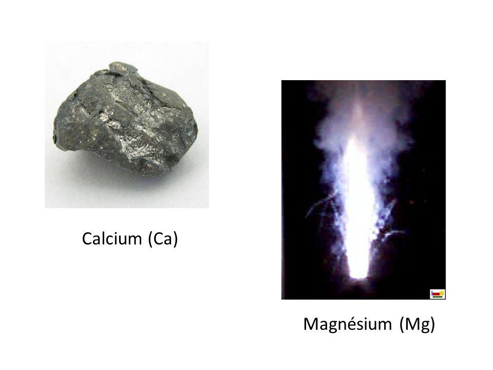 Groupe 7: Halogènes 7 électrons dans la couche de valence Peuvent être solides, liquides ou gaz Les éléments les plus réactifs du tableau périodique Réagissent facilement avec les alcalins Fait intéressant: Chlore et brome sont utilisés pour nettoyer les piscines
