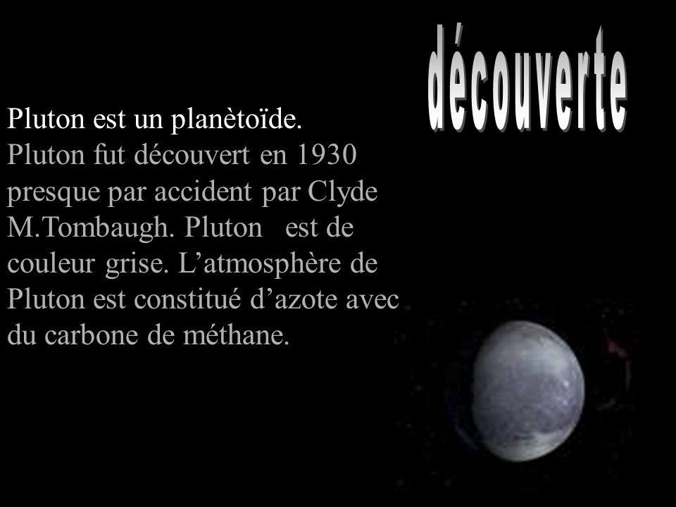 Pluton est un planètoїde. Pluton fut découvert en 1930 presque par accident par Clyde M.Tombaugh. Pluton est de couleur grise. Latmosphère de Pluton e
