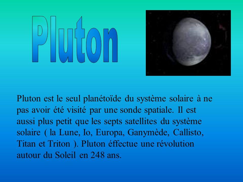 Pluton est le seul planétoїde du système solaire à ne pas avoir été visité par une sonde spatiale. Il est aussi plus petit que les septs satellites du