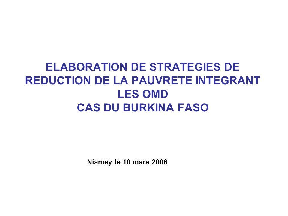 PLAN DE PRESENTATION 1 OBJECTIFS DU CSLP ET OBJECTIFS DES OMD 2 DISPOSITIF INSTITUTIONNEL DE SUIVI DU CSLP 3 CSLP CONSTRUIT AUTOUR DE QUATRE AXES 4 CSLP ET POLITIQUES SECTORIELLES 5 INDICATEURS DE PERFORMANCE 6 ELABORATION DUN PROGRAMME DACTIONS PRIORITAIRE (PAP) POUR LA MISE EN ŒUVRE DU CSLP 7 PROCESSUS DELABORATION DU PAP-CSLP 8 PROCESSUS DE REVUE DU PAP-CSLP 9 EVALUATION DU PAP-CSLP