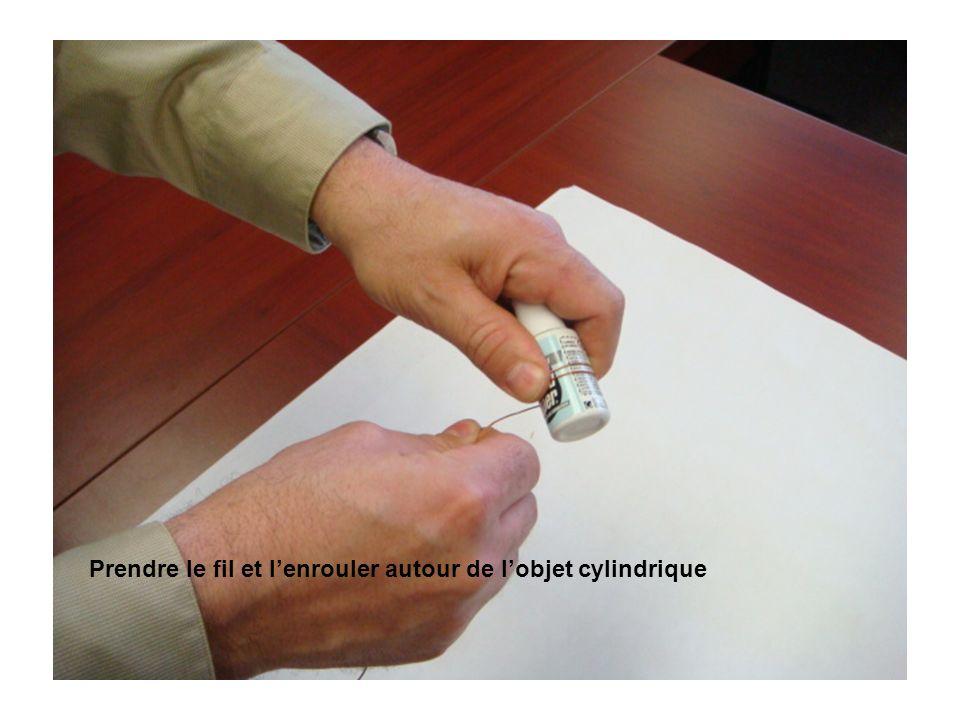Prendre le fil et lenrouler autour de lobjet cylindrique