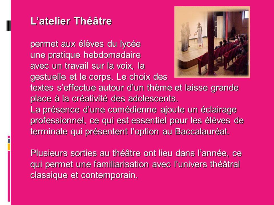 Latelier Théâtre permet aux élèves du lycée une pratique hebdomadaire avec un travail sur la voix, la gestuelle et le corps.