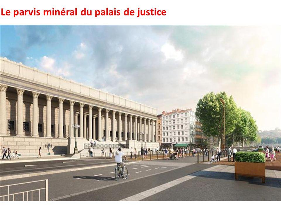 Le parvis minéral du palais de justice