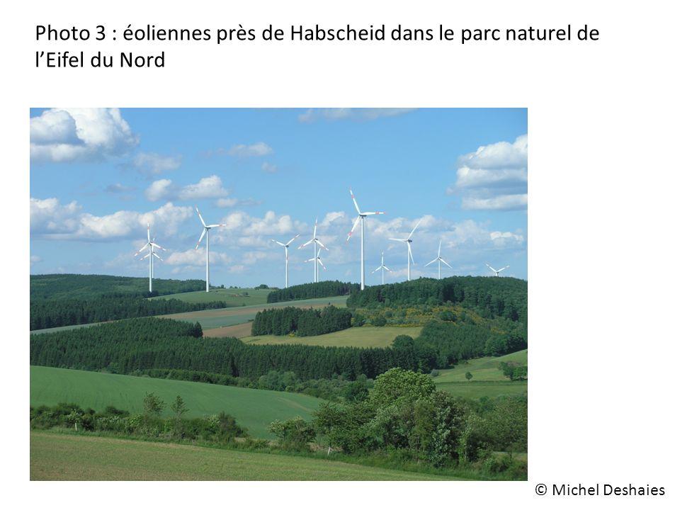 Photo 3 : éoliennes près de Habscheid dans le parc naturel de lEifel du Nord © Michel Deshaies