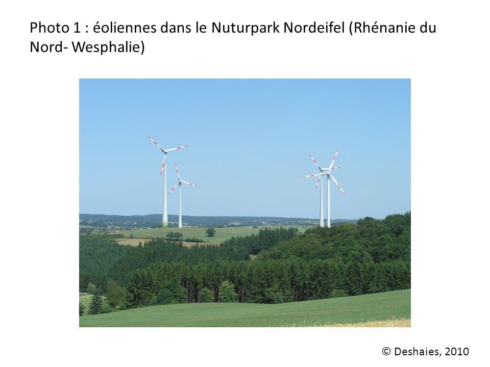 Photo 1 : éoliennes dans le Nuturpark Nordeifel (Rhénanie du Nord- Wesphalie) © Deshaies, 2010