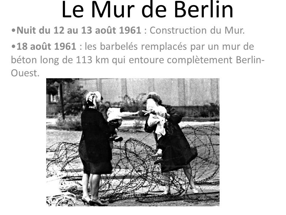 Le Mur de Berlin Nuit du 12 au 13 août 1961 : Construction du Mur. 18 août 1961 : les barbelés remplacés par un mur de béton long de 113 km qui entour