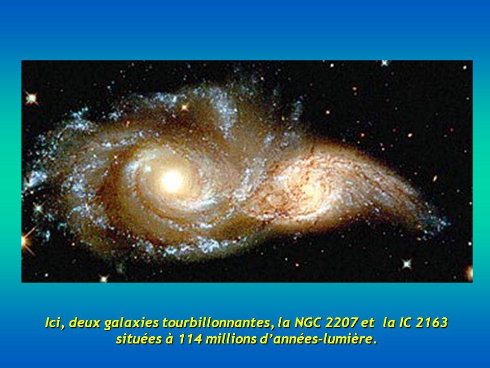 Ici, deux galaxies tourbillonnantes, la NGC 2207 et la IC 2163 situées à 114 millions dannées-lumière.