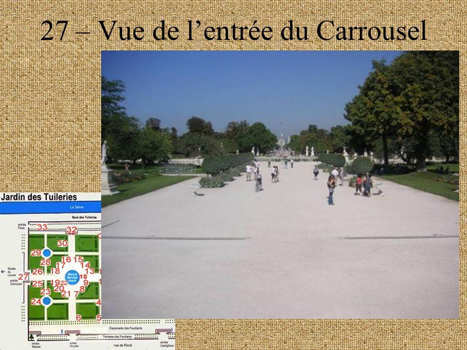 27 – Vue de lentrée du Carrousel