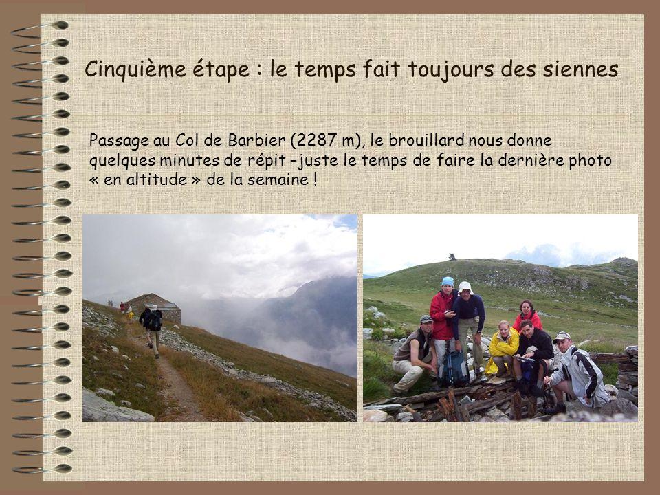 Cinquième étape : le temps fait toujours des siennes Passage au Col de Barbier (2287 m), le brouillard nous donne quelques minutes de répit –juste le