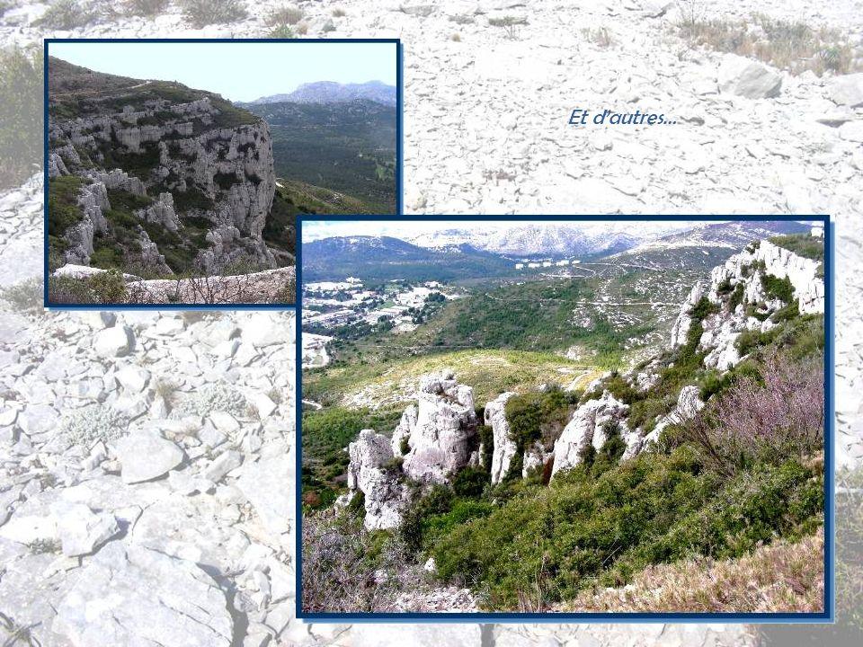 Nous dominons des rochers aux formes particulièrement attrayantes…