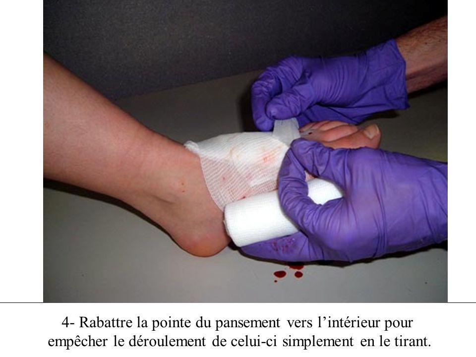 4- Rabattre la pointe du pansement vers lintérieur pour empêcher le déroulement de celui-ci simplement en le tirant.