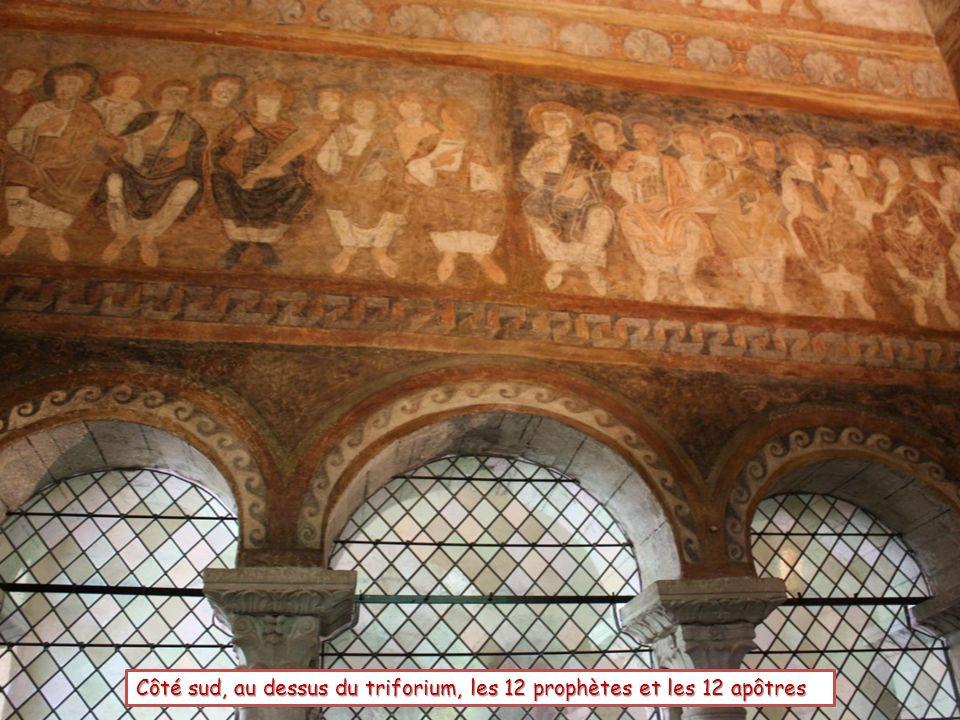 Côté sud, au dessus du triforium, les 12 prophètes et les 12 apôtres