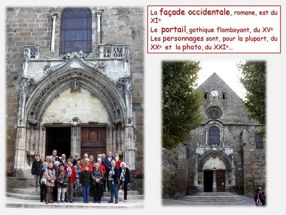La façade occidentale, romane, est du XI e Le portail, gothique flamboyant, du XV e Les personnages sont, pour la plupart, du XX e et la photo, du XXI e …