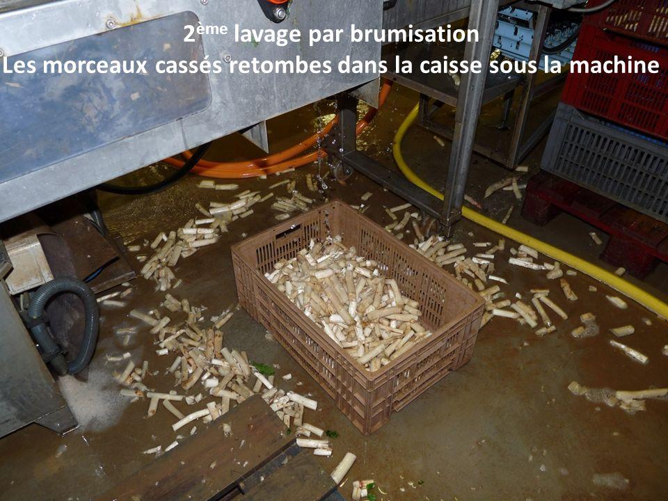 2 ème lavage par brumisation Les morceaux cassés retombes dans la caisse sous la machine
